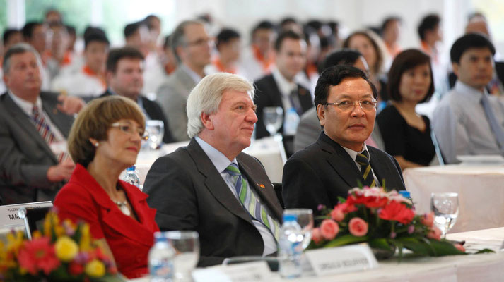 Minister of Education and Training Pham Vu Luan/Minister Bouffier and wife