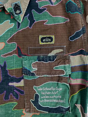 kampfuniform camouflage camo parka peace syria syrien krieg war why handgestickt embroidery statement botschaft friedensbotschaft