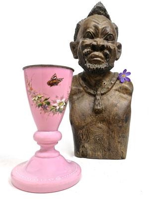 bubblegumpink puderrose pastelpink ecclectic iconic idyllic idyllisch afrika geschnitzt skulptur weiser mann afrika africa kolonial