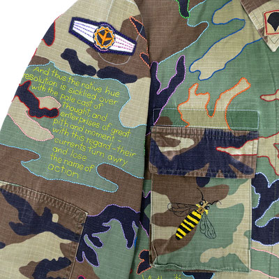 hamlet biene bee camouflage camo camu statement fairfashion slowfashion ethicalfashion anstand shakespeare kampfuniform ecofriendly dignity humanism handgestickt embroidery stitching