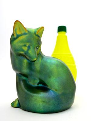 fox fuchs zsolnay porcelaine figurine nature hunting interior neongrün neon eosin vintage geschenke gifts onlineshop kaufmuseum