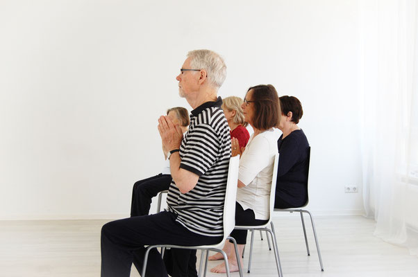 Kundalini Yoga Kurs für Senioren im Kundalini Yoga Zentrum BLISS Hannover