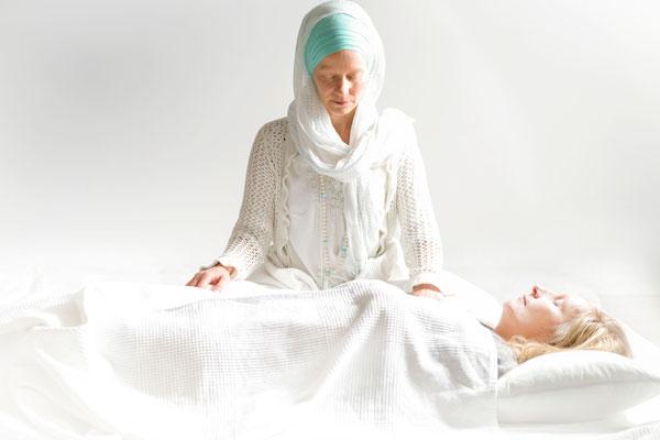 Sat Nam Rasayan Heilbehandlung mit Dorte Prem Hari Kaur im Kundalini Yoga Zentrum BLISS Hannover