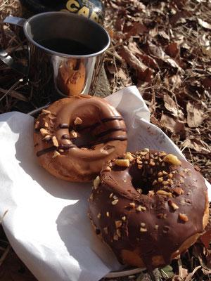 チョコナッツドーナツとキャラメルドーナツ