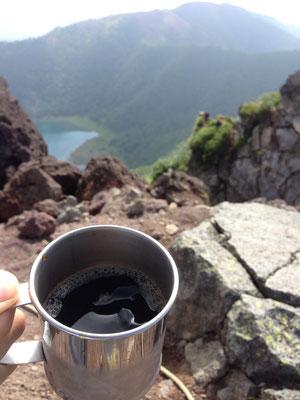 日光連山とアイスコーヒー
