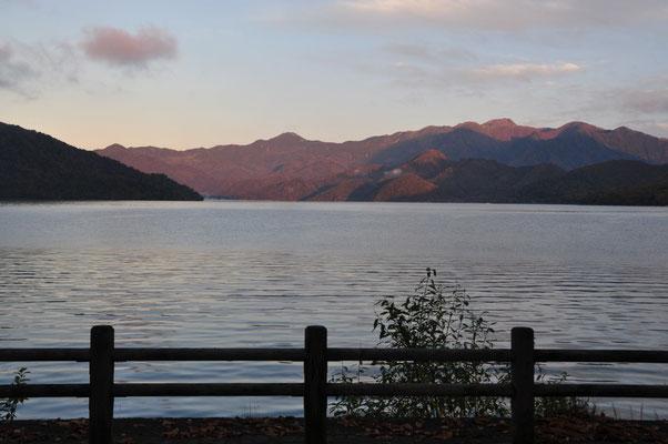 この静けさが好きです、中禅寺湖♡