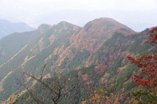 ビュースポット「大持山の雨乞岩」からの眺め②