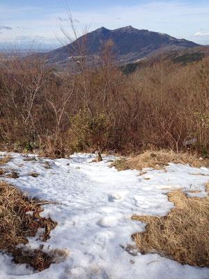 残雪と筑波山