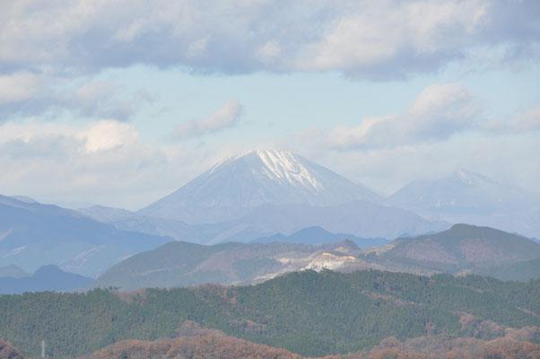 雪化粧している日光男体山
