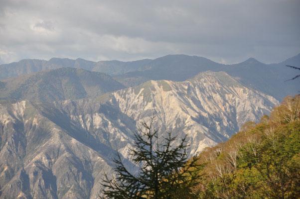 足尾銅山の影響で今でも禿山な中倉山・・・