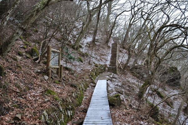 朝一は木道凍ってますので、滑り注意です