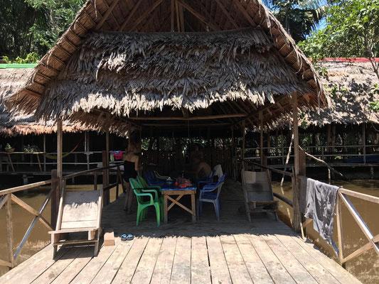 Gemeinschaftsterasse im Camp Charapamama