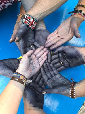Blaue Vieto Hände