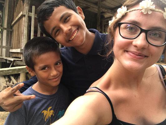 Dhavali mit Freunden im Camp Charapamama