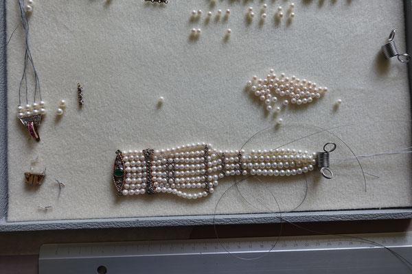 2. Sortierte Perlen, der schöne Verschluss wird zum Mittelteil