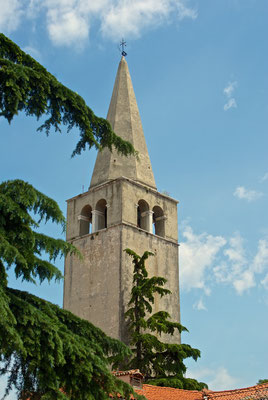 Altstadt Porec, hier sieht man den Glockenturm der Euphrasius Basilika