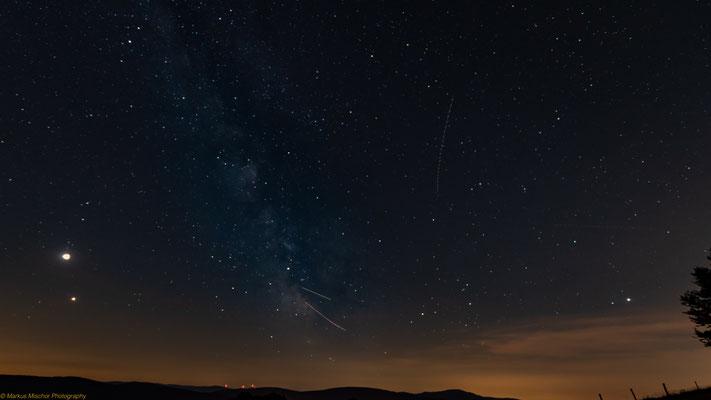 Milchstraße und der Mond und auch der Mars ist zu sehen