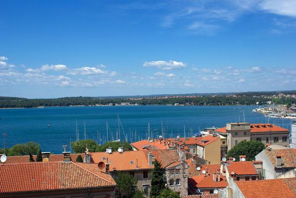 Blick auf den Yachthafen von Pula und Vallelunga