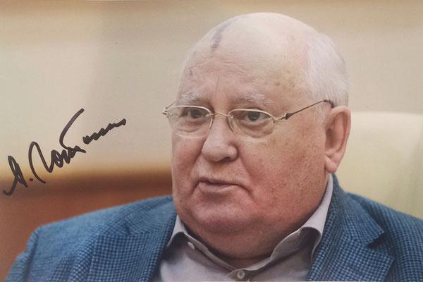 05.10.2017 2 Autographs of Mikhail Gorbachev