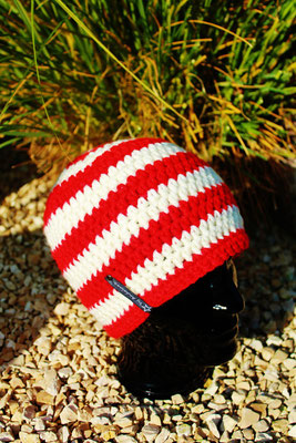 Mütze-Beanie-Fanmütze rot/weiss-Fussballmütze in Vereinsfarben