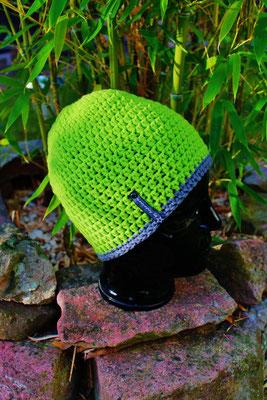 Mütze-Beanie-Fanmütze-grün/grau-Fussballmütze-kuschelig weich in Vereinsfarben