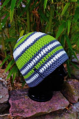 Mütze-Beanie-Fanmütze-grün/weiss/grau-Fussballmütze-kuschelig weich in Vereinsfarben