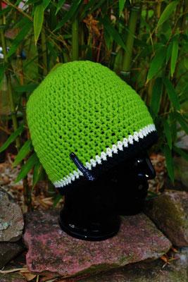 Mütze-Beanie-Fanmütze-grün/weiss/schwarz-Fussballmütze-kuschelig weich in Vereinsfarben