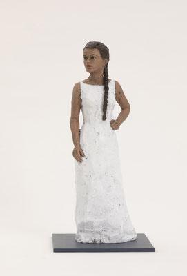 Stephan Balkenhol - Frau im weißen Kleid von 2019 - Bronzefigur 57 x 18 x 14cm