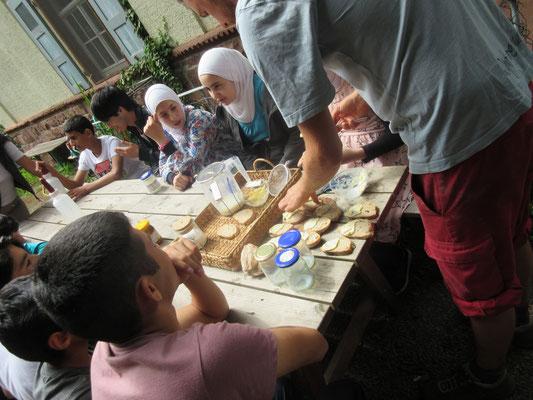 Der Belag ist fertig - beim nächsten Mal backen wir auch das Brot selbst