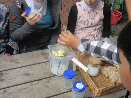 Butter aus Sahne im Handumdrehn - zur Nachahmung empfohlen