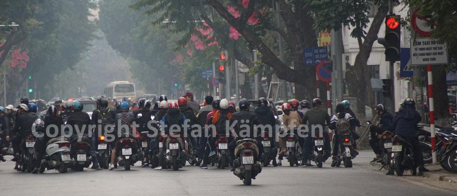 Hanoi ist wohl die Stadt mit der grössten Motorraddichte der Welt