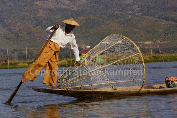 Klassische Einbein-Ruderer auf dem Inle See