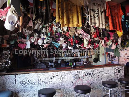 "Unterhosen als Dekoration in ""Ronnies Sex Shop"", dem selbsternannten ""seltsamsten Pub Afrikas"""