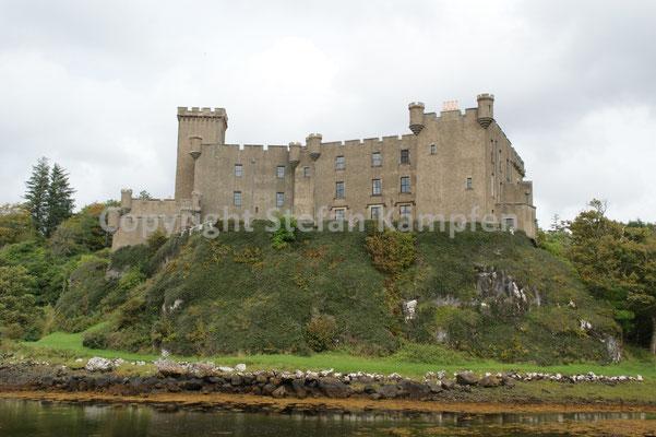 Das Dunvegan Castle auf der Isle of Skye (auf Gälisch: Dùn Bheagain)