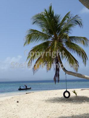 Einsamer Strand auf der Insel Nubesidub