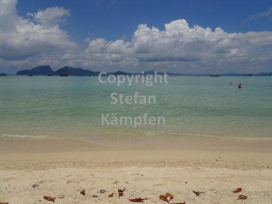 Der Strand auf der Insel Koh Kradan schimmert in den schönsten Farben