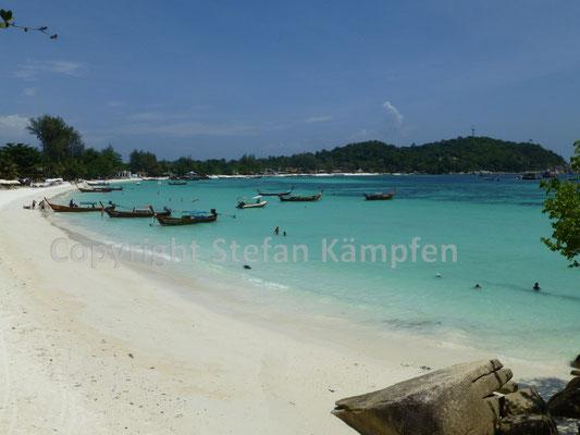 Backpacker reisen von weit her für den Strand von Koh Lipe