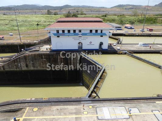 Die Miraflores-Schleuse am Panamakanal ist eine von insgesamt drei Durchlässen
