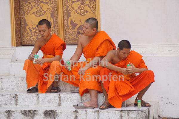 Kaum einer in Laos, der die Mönchskutte noch nicht übergestreift hat