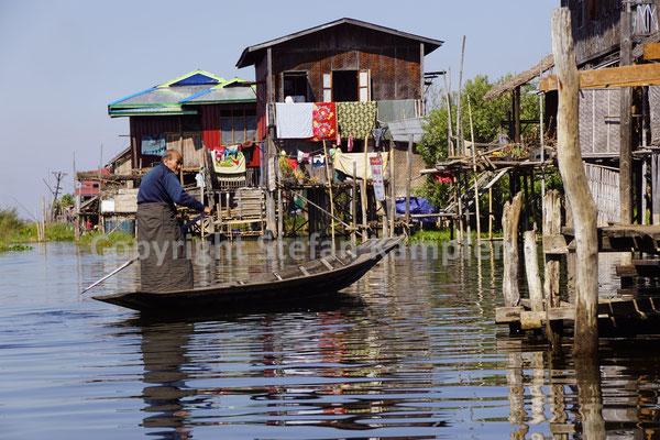 Ob alt oder jung: Am Inle See erfolgt der Transport über Wasser