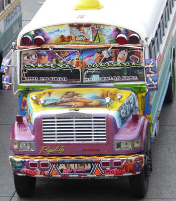 Vorderansicht des »Chicken« Bus