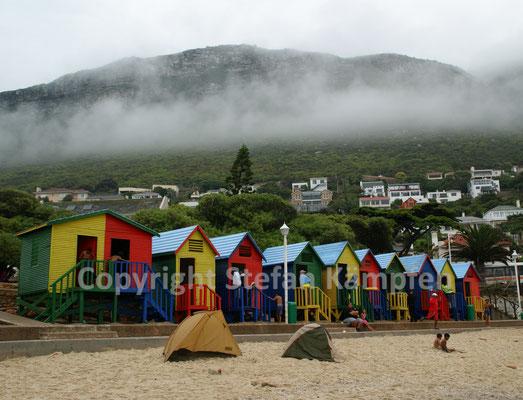 Fotosujet für Touristen: Die bunten Strandhütten von Muizenberg