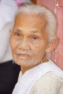Alte, laotische Frau