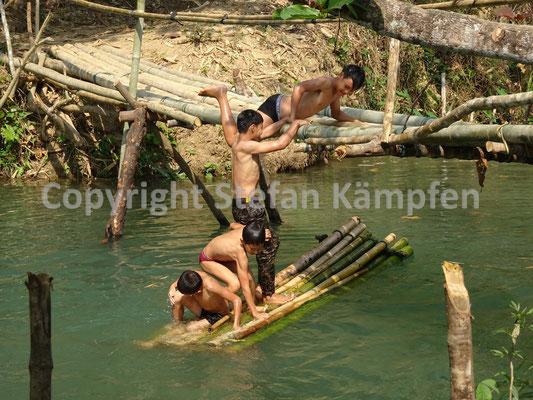 Ein beliebter Zeitvertreib in Laos: Das Bad im Mekong