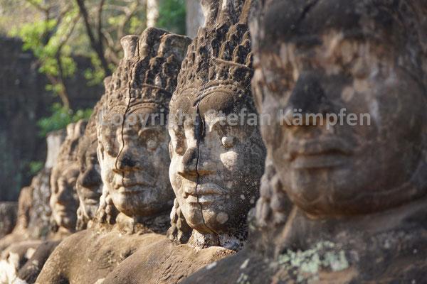 Nichts bleibt den Blicken der Khmer-Gottheiten verborgen