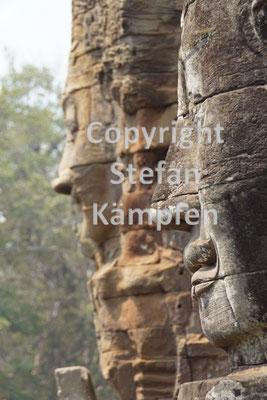 Lächelnde Steingesichter auf den Bayon-Tempeln