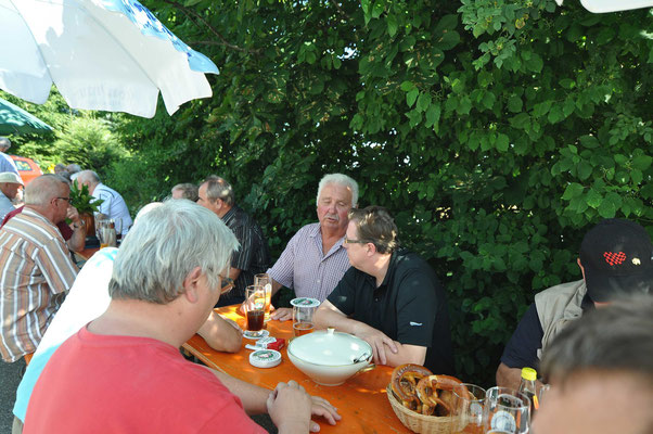 ...der Vons und der Horst in einem angeregten Gedankenaustausch...
