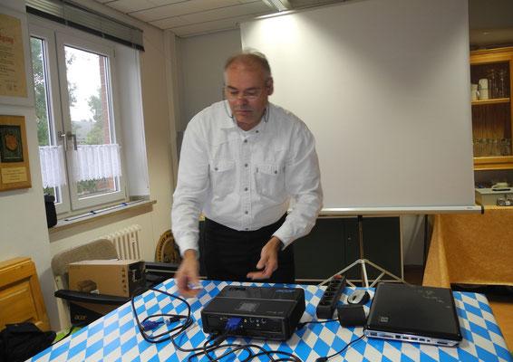...unser Gast StFw a.D. Gerhard Franke bei den Vorbereitungen...