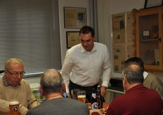 auch Bgm. Alfred Holzner nimmt sich Zeit für Weisswürste und einem Schluck Bier...