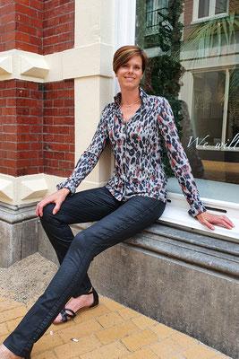 Blouse van CHIARICO, broek ALINA Black coated van CMK